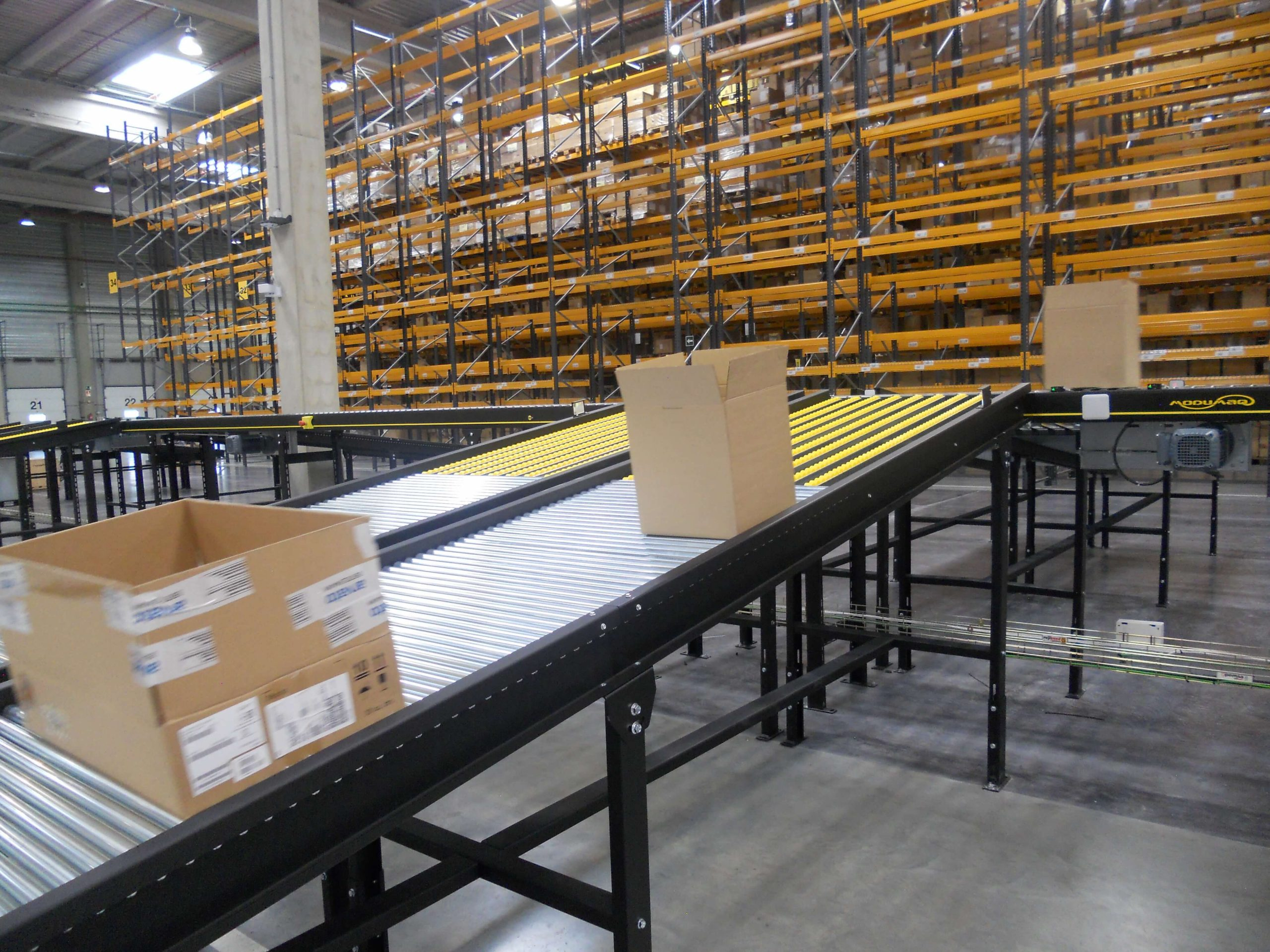 Modumaq installs a novedous shipping and package classifier for arvato bertelsmann spain